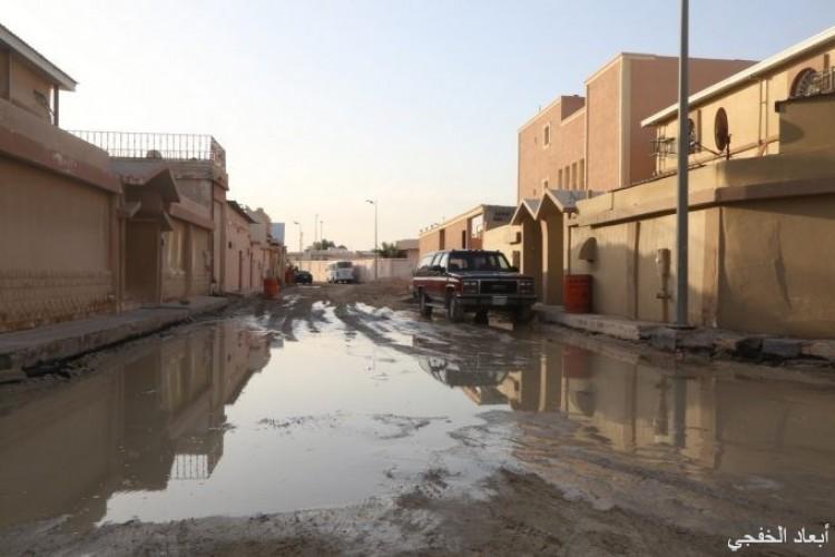 بعدسة «أبعاد» .. الأمطار تحول أحياء الخفجي لمستنقعات وبرك طينية