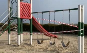 إغلاق الألعاب وتحديد مواقع للتباعد الجسدي في كورنيش الخفجي