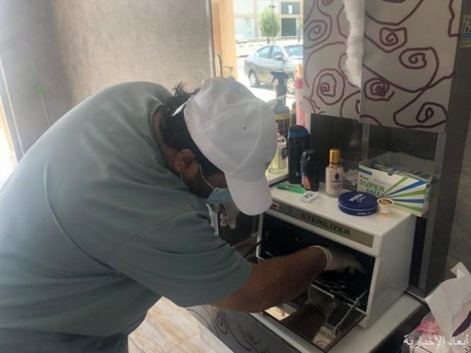 بلدية الخفجي تغلق 5 صوالين حلاقة مخالفة للبروتوكولات الوقائية