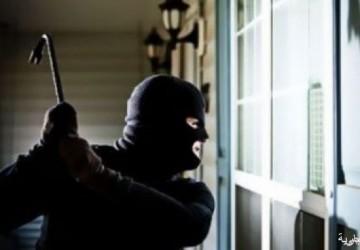 شرطة الخفجي تقبض على شخصين قاما بسرقة 5 محال تجارية