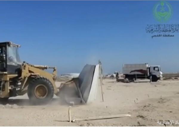لجنة التعديات تبدأ بإزالة المخيمات المخالفة على طريق الكويت