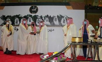 سمو أمير الشرقية يسلم كأس الأمير نايف للأسطبل الأحمر في مهرجان كؤوس الملوك