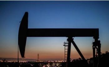أسعار النفط ترتفع بفعل مخاوف من تضرر إنتاج الخام الأمريكي