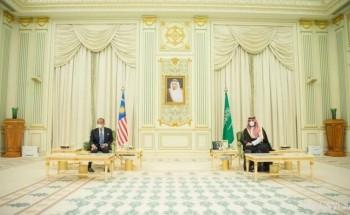 ولي العهد ورئيس وزراء ماليزيا يشهدان التوقيع على 3 اتفاقيات