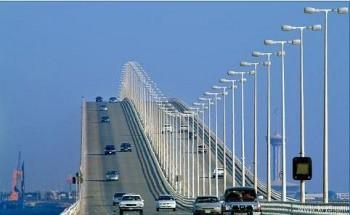 اتفاق على معالجة مشكلة تكدس الشاحنات على جسر الملك فهد والابتعاد عن الحلول «الترقيعية»