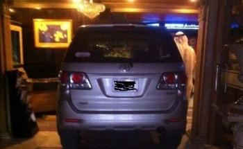 إصابة سعوديين بعد اقتحام سيارتهما فندقاً في البحرين