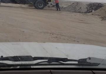 مواطن يوثق رمي العمالة للمخلفات والدركال في أماكن غير مخصصة بالخفجي