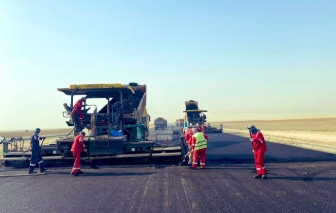 النقل تواصل أعمال إصلاح وتوسعة طريق الخفجي أبو حدرية