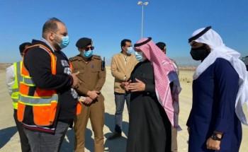 الهزاع يتفقد مشاريع الطرق في محافظة الخفجي