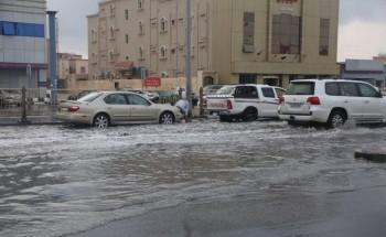 معاناة تجمع المياه في أحياء الخفجي تتجدد في موسم الأمطار