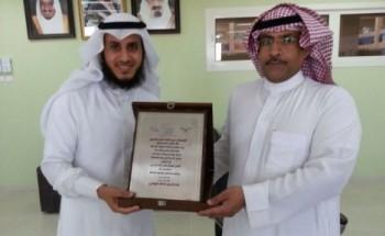 تكريم العنزي لحصول مدرسة بن عوف على المركز الثاني في النشاط على مستوى الشرقية