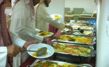إبتدائية الترمذي تقيم حفل غداء لمتوسط الفهد