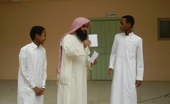 إدارة مدرسة النهضة تكرم طلابها حفظة القرآن الكريم