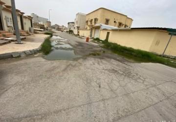 مواطن يطالب بحل لتجمع مياه الصرف الصحي في حي الحمراء بالخفجي