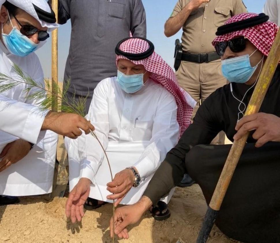 الهزاع يدشن مبادرة لنجعلها خضراء بمركز أبرق الكبريت