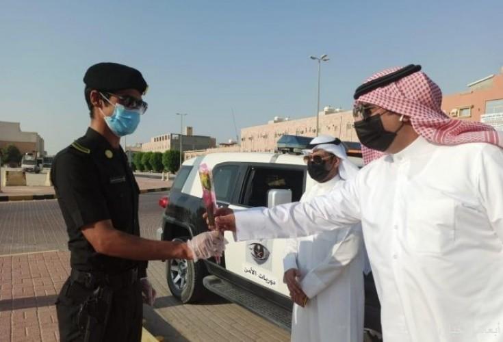 بلدية الخفجي تعايد رجال الأمن بالميدان والطاقم الطبي بالمستشفى