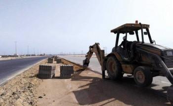 بلدية الخفجي تبدأ بأعمال الأرصفة في بعض طرق المحافظة