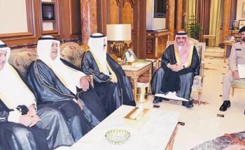 وزير الداخلية يطلع على تجديد علامات الحدود مع الكويت