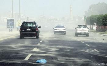 الغبار «يحجز» أهالي الشرقية بمنازلهم حتى الاثنين