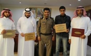 الرائد سعود السبيعي يكرم المشاركين في برامج وحدة سجن الخفجي