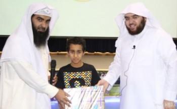 أمانة طالب تدفع إدارة نادي الخفجي الصيفي إلى تكريمه أمام زملائه