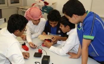 دورة لطلاب نادي الخفجي الموسمي لتصميم المجسمات والهياكل التعليمية