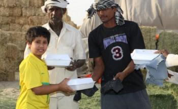 طلاب نادي الخفجي الصيفي يفعلون البرامج التطوعية في (الصيف البارد)
