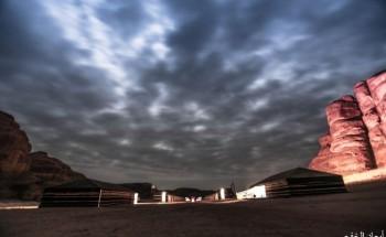 مخيم مداخيل الصحراوي بين جبال العُلا – عدسة : علي الشمري