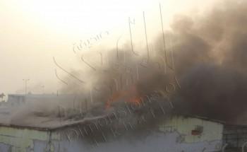 بالصور: فرق الدفاع المدني والإطفاء تكافح حريق هائل في جمعية عمليات الخفجي المشتركة