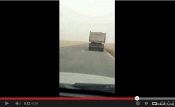 بالفيديو: من جديد الشاحانات تسير بسرعة على طريق ابرق الكبريت