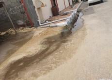 مواطن بسلام الخفجي يوثق «معاناته وجيرانه» من طفح مياه الصرف..والمياه ترد