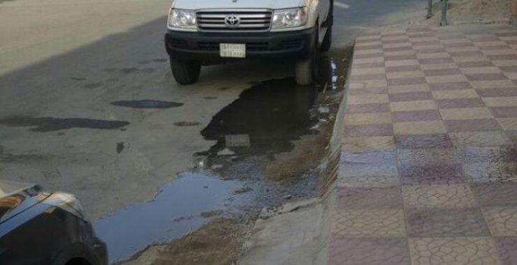 أهالي «عزيزية الخفجي» يطالبون بحل مشكلة طفح مياه الصرف