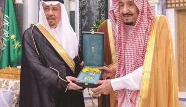 خادم الحرمين يمنح د. مدني وشاح الملك عبدالعزيز