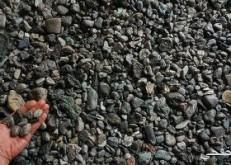 العثور على بقايا بلاستيك على شكل صخور وحصى بالشواطئ البريطانية