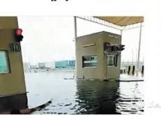 مياه الأمطار تحاصر مسارات المسافرين بمنفذ الخفجي