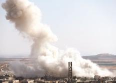 مصرع وإصابة مدنيين في قصف جوي على إدلب