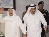 خادم الحرمين يطمئن هاتفيا على صحة أمير الكويت