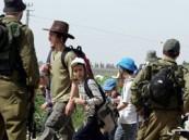 مستوطنون يهود يحرثون أراضى الفلسطينيين بالأغوار الشمالية