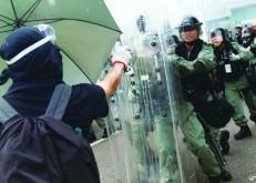 زعيمة هونغ كونغ تعرض الحوار لتهدئة المحتجين