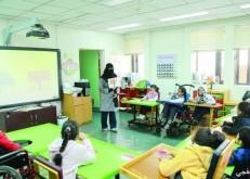 تطوير البرامج التعليمية لتنمية المهارات الذهنية والحركية للأطفال المعوقين