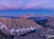 ناسا تكشف عن صورة مذهلة للسماء الزرقاء فوق سلسلة جبال سييرا نيفادا