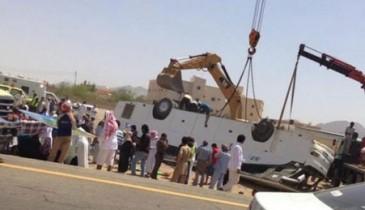 مصرع 12 واصابة 41 معتمراً أردنياً بانقلاب حافلة