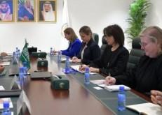 الدكتور الربيعة يلتقي مساعدة وزير الخارجية الأمريكي