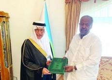 خادم الحرمين يبعث رسالتين خطيتين لرئيسي الصومال وجيبوتي