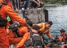 غرق عبّارة في إندونيسيا يسفر عن 15 قتيلاً على الأقل