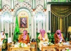 خادم الحرمين يصل إلى مكة لقضاء العشر الأواخر