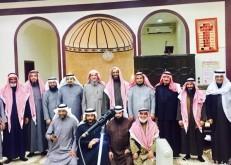جماعة جامع عثمان بن العاص تكرم وتودع مؤذنهم الدوسري
