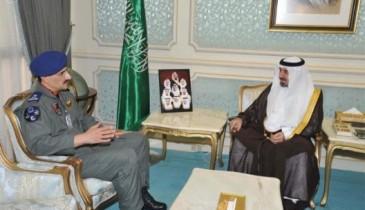 نائب الشرقية يستقبل قائد قاعدة الملك عبد العزيز الجوية