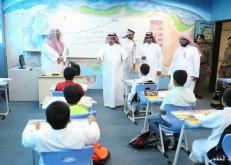 38600 طالب وطالبة يعودون للمقاعد الدراسية.. ومحافظ الخفجي يتفقد المدارس