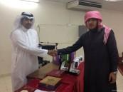 مدرسة ثانوية الخفجي تكرم طلابها المتفوقين